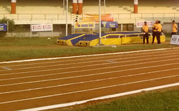 Athelatic 100 mts start pole vault