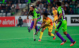 Delhi Waveriders and Ranchi Rays in action 2