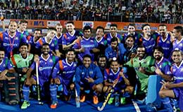 UP Wizards Team Celeberating after beating Kalinga Lancers in Hockey India League 2016